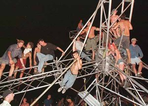 FANS TEAR DOWN TOWERS AS WOODSTOCK FESTIVAL CLOSES